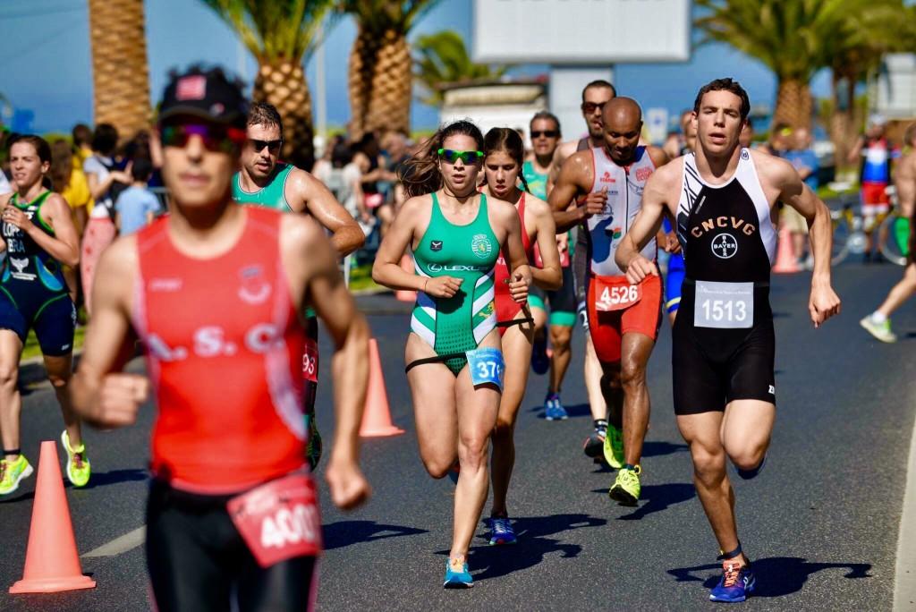 O Triatlo de Oeiras reúne atletas de elite e atletas populares, este ano há prova aberta sprint e super sprint