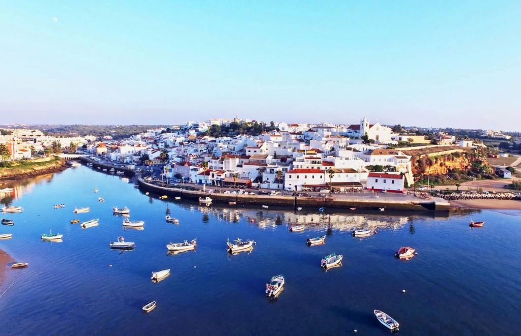 O 1º Triatlo de Lagoa irá realizar-se em Ferragudo, uma encantadora vila
