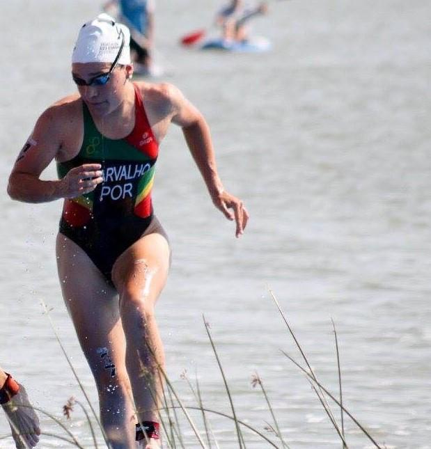 Helena Paula Carvalho, triatleta do Sporting Clube de Portugal, costuma conseguir um bom tempo na natação