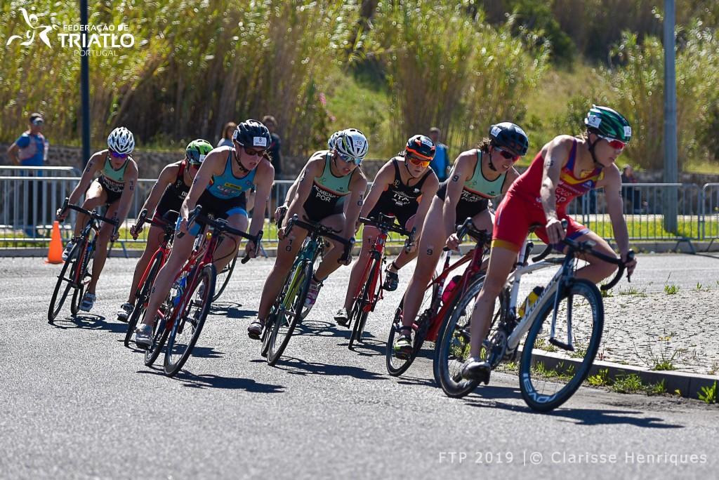 Vera Vilaça, Madalena Almeida, Gabriela Ribeiro e Helena Carvalho estiveram sempre no primeiro grupo de ciclismo, pelo que tudo se decidiu na corrida