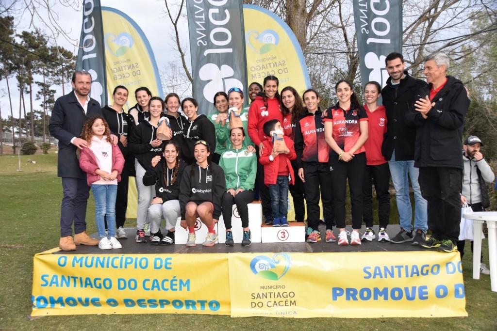 As três equipas femininas no primeiro Triatlo da época: Sporting Clube de Portugal, OutSystems Olímpico de Oeiras e Alhandra Sporting Club