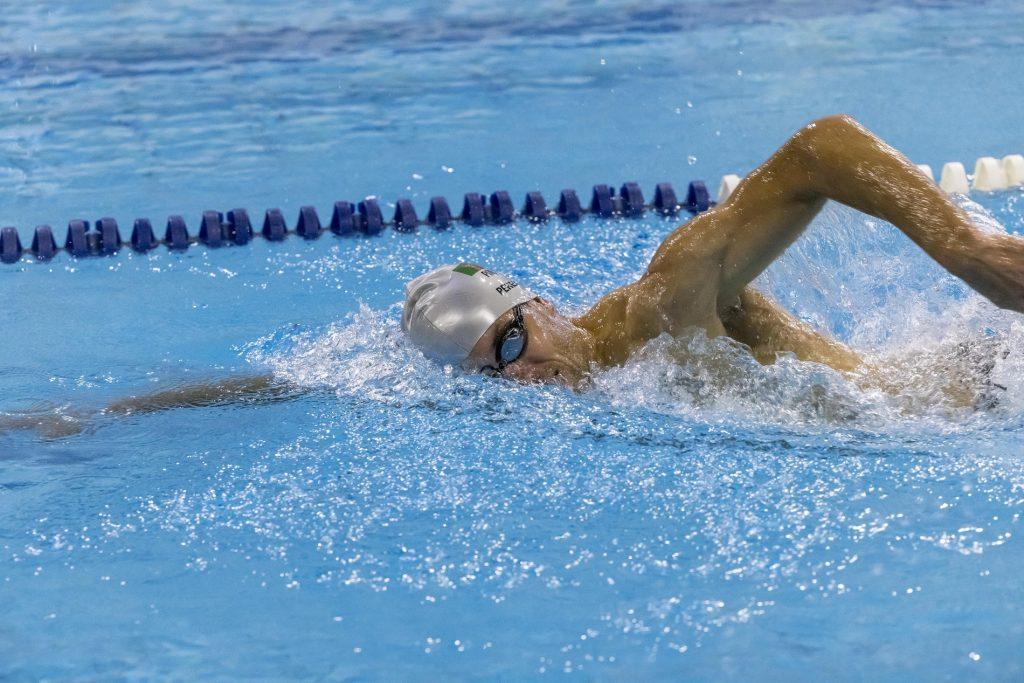 João Pereira em treino na piscina do Jamor: a preparação para o ano olímpico implica treino contínuo
