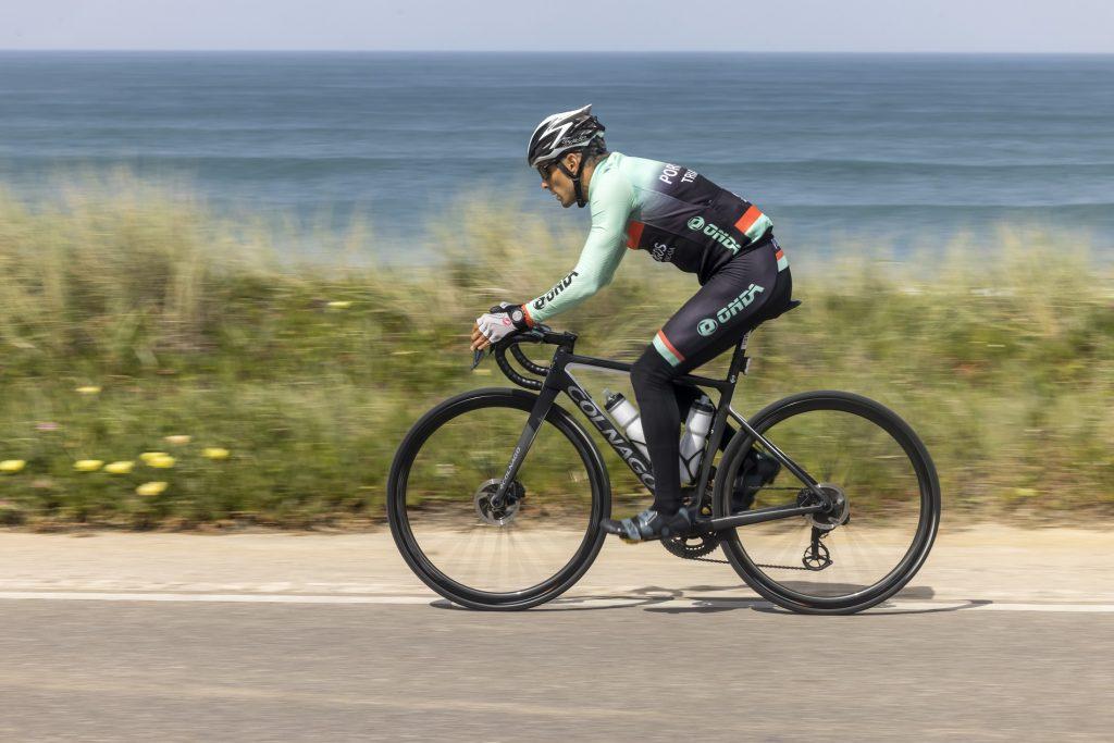 João Silva no treino de séries de ciclismo na estrada do Guincho