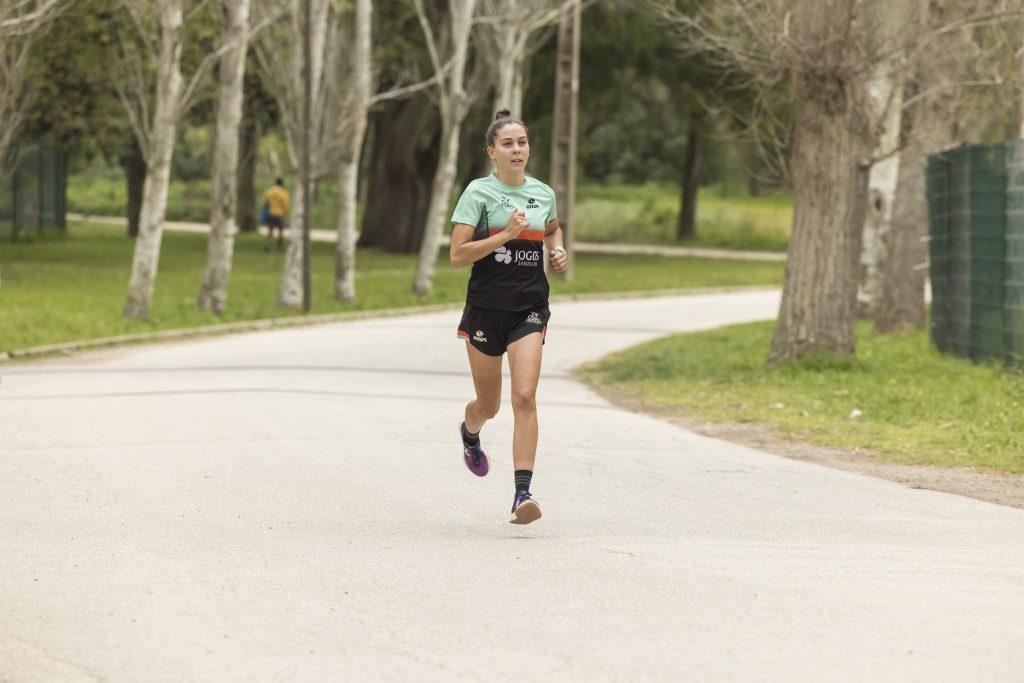 Melanie Santos, no treino de corrida, após o trabalho de séries realizado em pista