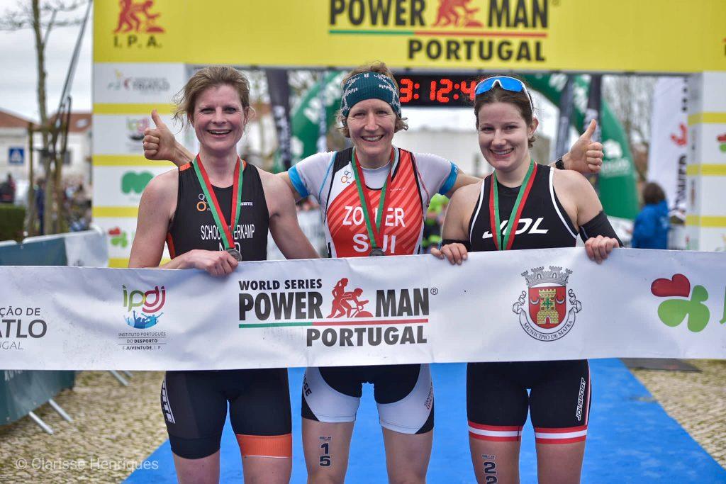 As três atletas que se classificaram em 1.º, 2.º, e 3.º lugar: a suíça Nina Zoller, Sidrid Herndler, da Áustria e a holandesa Ann Schoot Uiterkamp, ficou na terceira posição